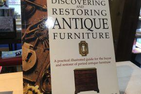 アンティーク家具の修理法を写真解説した洋書、ジョン・ルーリー画集、安野光雅「イギリスの村」、洋書のクロスステッチ図案集、レシピなど入荷しています